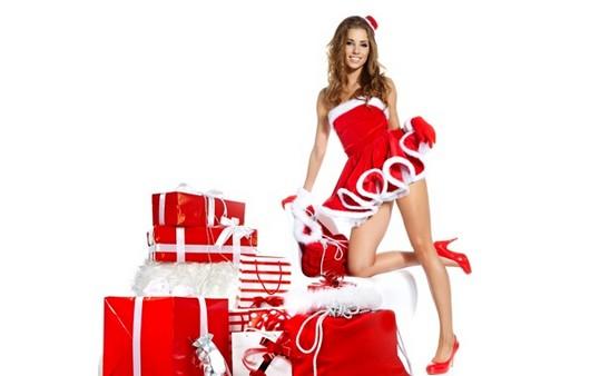 Девушка в костюме Деда Мороза