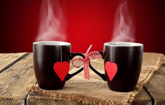 Черные кружки с сердечками