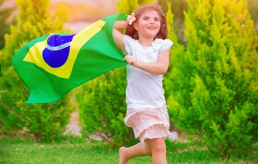 Юная фанатка Бразильской сборной