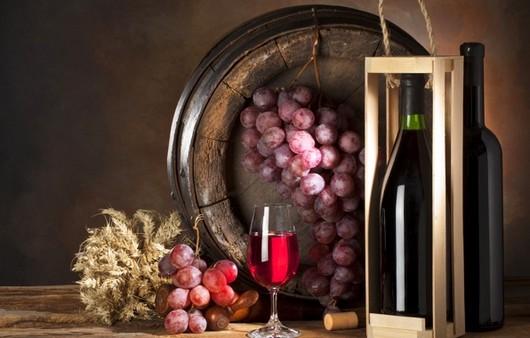 Фотообои Бочонок с виноградными лозами