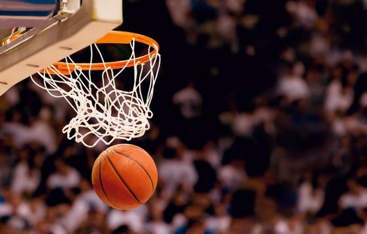 Мяч в баскетбольной сетке