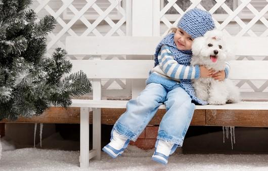 Дружба девочки и щенка