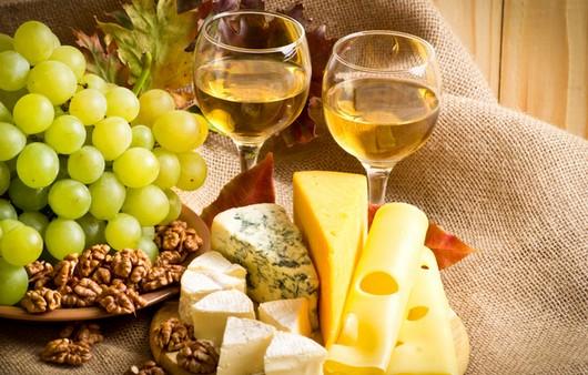 Шампанское и виноградные лозы