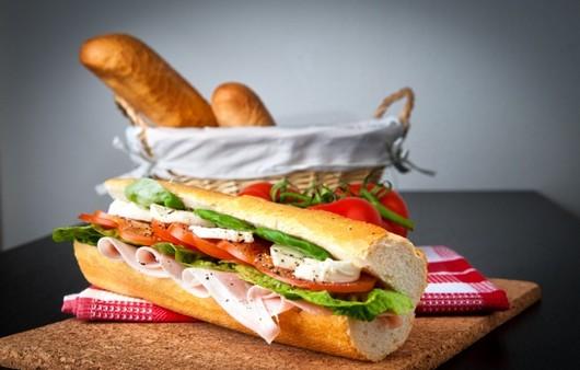 Хлеб с салатом
