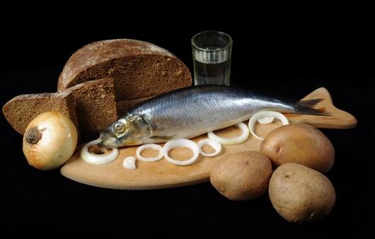 Селедка с хлебом