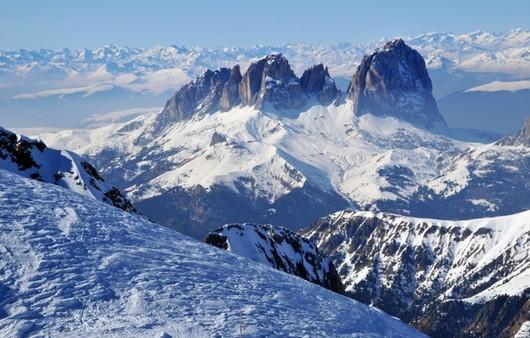 Зимний пейзаж с горами