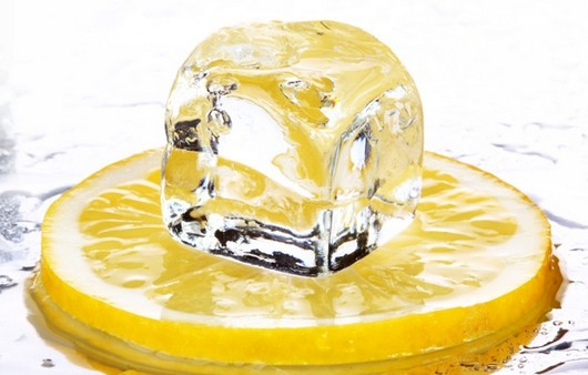 Лимон со льдом