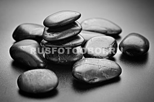 Черные гладкие камни