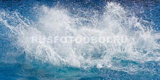 Всплеск в море