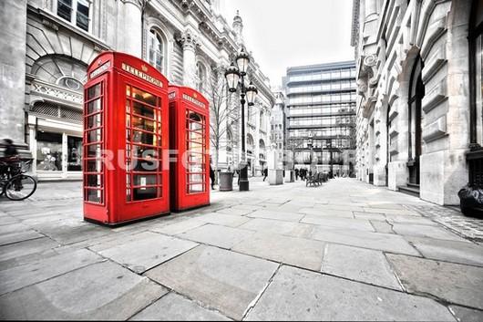 Две телефонные будки