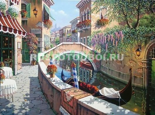 Красивый дворик с видом на канал