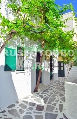 Белая улица в Греции