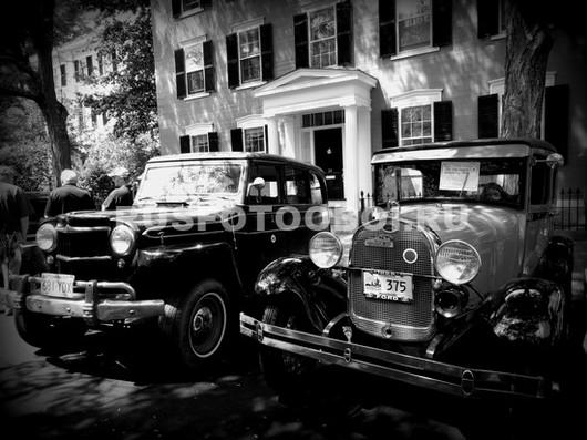 Старые машины во дворе
