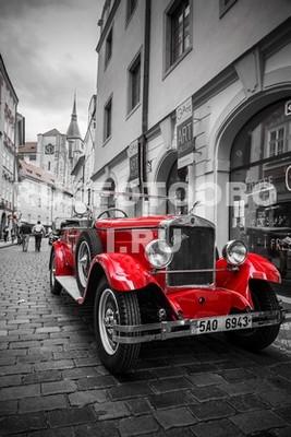 Красная старая машина