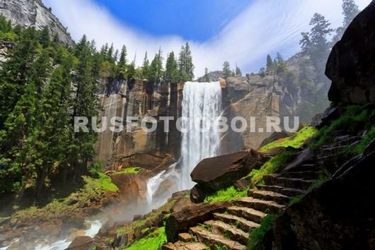 Лестница у водопада