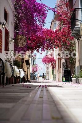 Тихая улочка в Греции