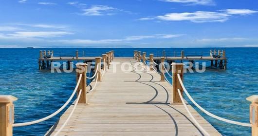 Пирс к голубому морю