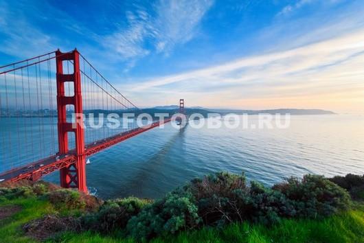 Огромный красный мост