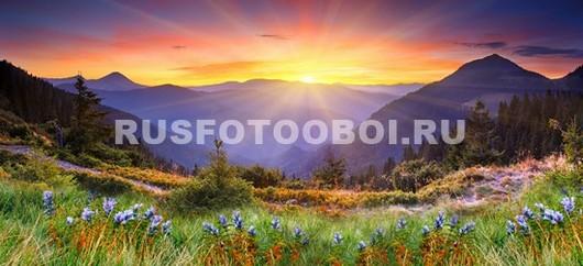 Лучи солнца в горах