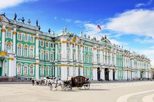 Зимний дворец днем