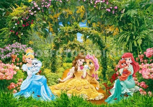 Принцессы с питомцами в парке