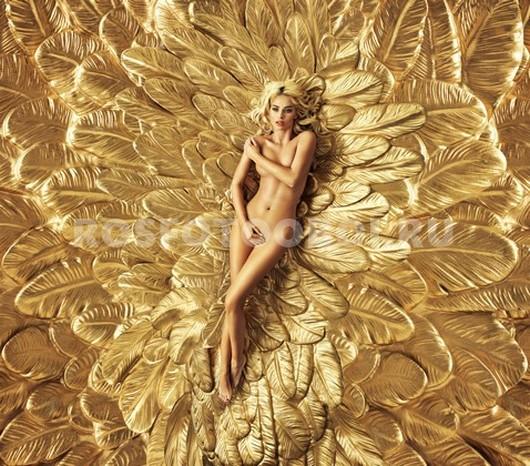 Девушка в золотых перьях