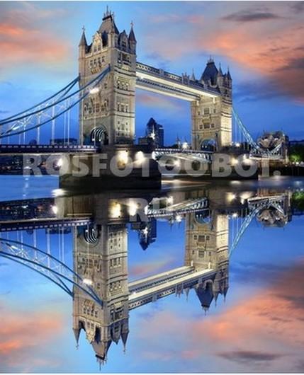 Отражение моста в Темзе
