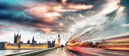 Сцена ночи в лондоне