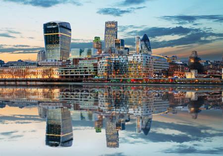 Лондон и горизонты в сумерках