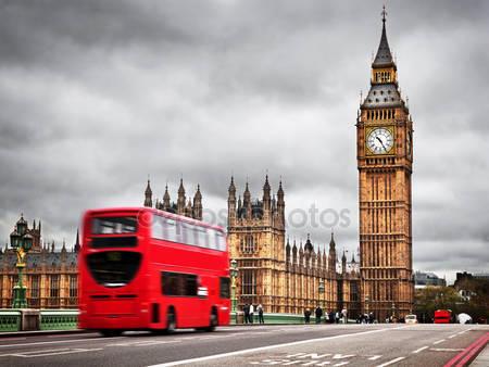 Красный автобус в движении и биг бен