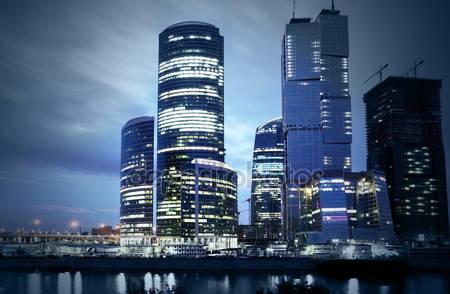 Современные небоскребы ночью