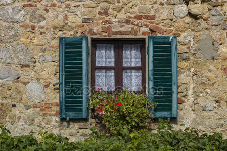 Окно в городе monteriggioni