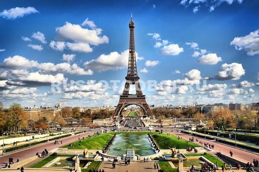 Фонтан перед Эйфелевой башней