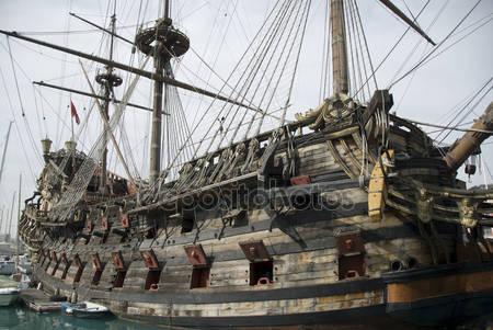 Старый пиратский корабль