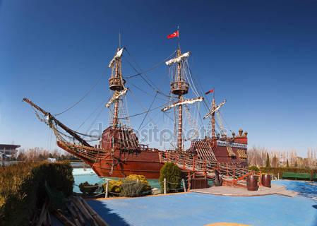 Пиратский корабль в sazova