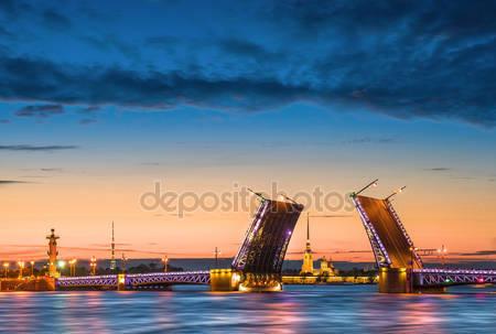 Фотообои Отключение дворцового моста