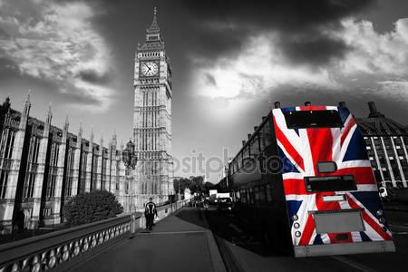 Фотообои Биг бен с красочными флагом англии в лондоне