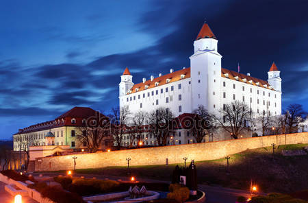 Братиславский замок от парламента