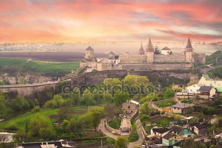 Вид на замок в каменце-подольском