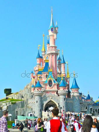 Замок в диснейленде в париже