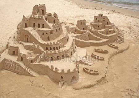 Замок из песка в бразильском пляже