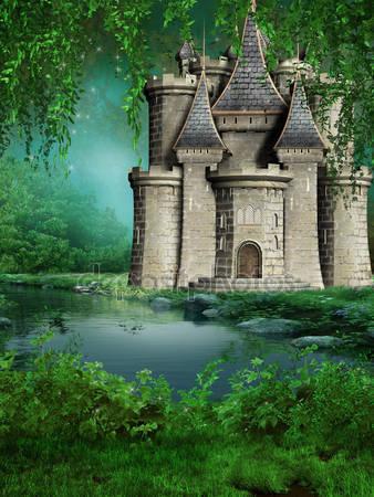 Сказочный замок на берегу реки