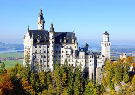 Удивительный замок нойшванштайн
