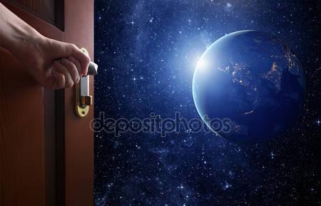 Фотообои Номер с открытой дверью