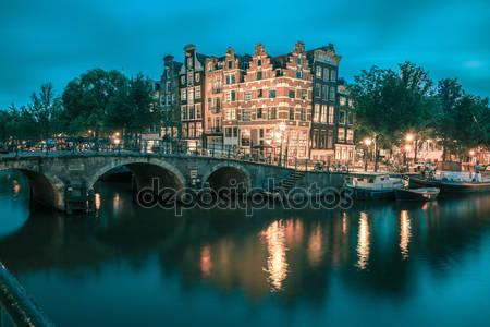 Фотообои Ночной вид города амстердам