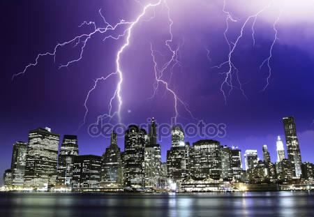 Шторм в ночь над нью-йоркских небоскребов