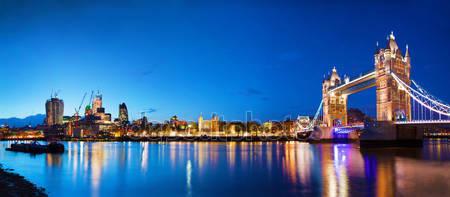 Тауэрский мост в лондоне в ночное время