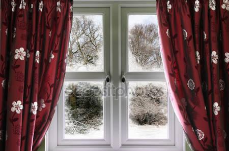 Вид из окна на сцены снега
