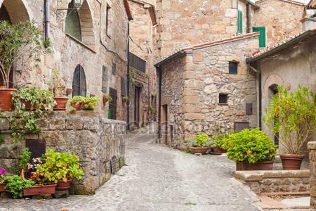 Старые улицы в городе сорано