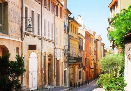 Красивый старый город прованса